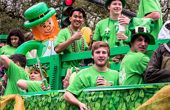Enjoying the 2016 Wearin' of the Green Parade. Image from The Parade Group LLC at http://www.paradegroup.com/galleries/160.
